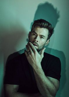 Fitness Before After, Hemsworth Brothers, Chris Hemsworth Thor, Australian Actors, Man Thing Marvel, Photography Poses For Men, Chris Pine, Marvel Actors, Chris Evans