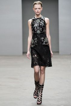 Christopher Kane Fall 2010 Ready-to-Wear Fashion Show - Frida Gustavsson