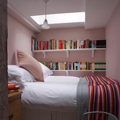 Amazing simple small bedroom designs ideas: simple-small-bedroom-designs-and-tiny-bedroom-interior-design-ideas-for-small-spaces-flats Small Space Interior Design, Small Bedroom Designs, Small Room Design, Small Room Bedroom, Cozy Bedroom, Small Rooms, Bedroom Decor, Single Bedroom, Small Apartments