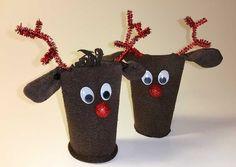 Rentiere als Weihnachtsdeko kann man schnell selber machen. Das Basteln geht ganz einfach und kostet so gut wie nichts. Man benötigt ausgediente braune Socken und leere Klopapierrollen. Noch etwas Werkzeug und Schmuck. So ein Rentier kann auch als Weihnachtsdekoration oder zum Verpacken von Geschenken, z. B. auch Geldgeschenk verwendet werden. http://www.kreativ-portal.de/anleitungen/weihnachten/weihnachtsdeko-basteln-rentier-selber-machen-aus-klopapierrollen-und-socken