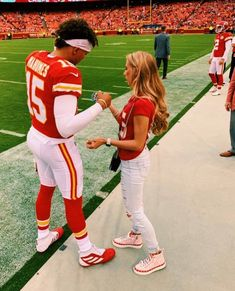 Don't miss your favorite NFL Game anymore visite our website for more ! Football Relationship Goals, Relationship Goals Pictures, Cute Relationships, Football Couples, Football Boyfriend, Cheer Couples, Sports Couples, Football Pics, Football Season
