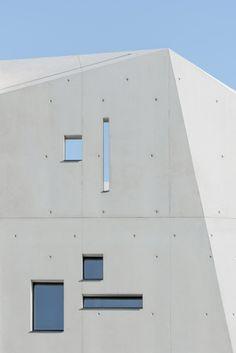 Benoit & Roselyne house by Dixneufcentquatrevingtsix Farmhouse Architecture, Concrete Architecture, Minimal Architecture, Contemporary Architecture, Architecture Details, Interior Architecture, Interior And Exterior, Nimes France, Provence France