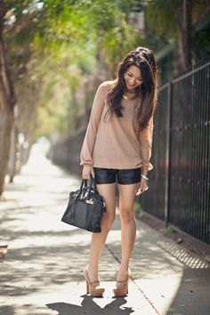 Beige sweater and Leather shorts Beige Pullover, Beige Sweater, Passion For Fashion, Love Fashion, Fashion Outfits, Womens Fashion, Black Leather Shorts, Wendy's Lookbook, Cute Summer Outfits