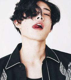 he lowkey looks like baekhyun Ullzang Boys, Hot Boys, Beautiful Boys, Pretty Boys, Beautiful People, Korean Boys Ulzzang, Cute Korean Boys, Hot Asian Men, Asian Boys