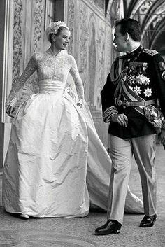 Resultados de la Búsqueda de imágenes de Google de http://www.bodacor.com/sites/default/files/uf/grace-kelly-wedding1.jpg