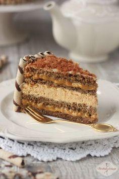 Tort kawowy z kajmakiem / Coffee cake with dulche de leche recipe Polish Desserts, No Bake Desserts, Sweet Recipes, Cake Recipes, Dessert Recipes, Cupcake Cakes, Cupcakes, Different Cakes, Savoury Cake