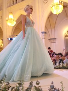 Blue wedding gown perfect for a Frozen-inspired wedding (Instagram: theweddingscoop)