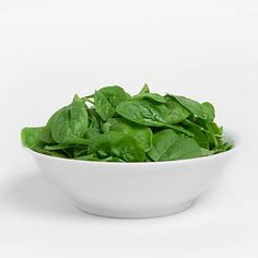 Foods like spinach are high in nutrients and low in calories, which will help you stay full and healthy. If you're trying to lose weight, ass these foods to your weekly food shopping list. Low Calorie Recipes, Healthy Recipes, Healthy Foods, Eating Healthy, Diet Foods, Beef Liver, Fatty Fish, Roasted Sweet Potatoes, Vitamins And Minerals