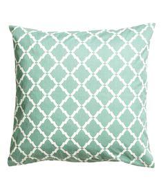 Katso! Painokuvioinen tyynynpäällinen puuvillatvilliä. Piilovetoketju. – Käy hm.comissa katsomassa lisää.