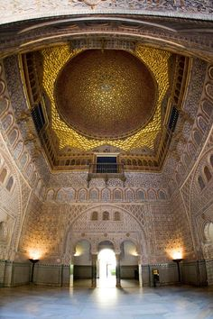 Seville - Where to buy tickets -Real Alcázar de Sevilla Islamic Architecture, Beautiful Architecture, Architecture Logo, Places To Travel, Places To Visit, Alcazar Seville, Seville Spain, Le Palais, Spain And Portugal