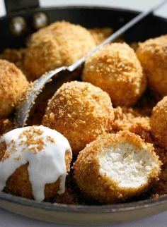 """Első kézből kaptunk egy tuti túrógombóc receptet, némi extrával. Meg egy jó tanácsot: """"sütni jó, süteményt enni pedig nem bűn"""". Igaz, hogy a gombócot nem sütjük, de enni szeretünk. Hungarian Desserts, Hungarian Cuisine, Hungarian Recipes, Hungarian Food, Tart Recipes, Sweet Recipes, Baking Recipes, Delicious Desserts, Yummy Food"""