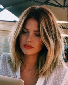 48 Best Medium Hairstyles For Women 2019 – Hair Styles Long Brunette, Brunette Hair, Medium Hair Styles, Short Hair Styles, Brown Blonde Hair, Long Bob Hairstyles, Medium Haircuts, Cool Hair Color, Hair Lengths