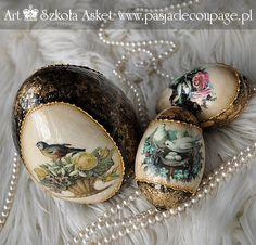 Duże jajo ceramika biskwitowa i wydmuszki gęsie