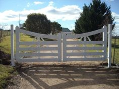 Google Image Result for http://www.domaingates.com.au/images/Farm%2520Gates/0709/Berwick_farm_gate_2.jpg