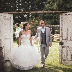 Sweet vintage met rustic countryside at Tonie and Eric's incredible backyard wedding in beautiful Ireland!