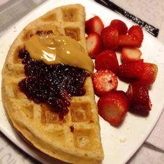 Good morning with waffles  and a flu!. Bom dia com waffles  e gripe! #paleo #paleolife #paleostyle #paleowaffle #paleobreakfast #paleosandwich #waffle #waffles #bomdia #goodmorning #ladopaleodaforça ❄️❄️❄️