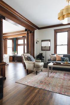 Craftsman living rooms, home decor и dark wood trim. Stained Wood Trim, Dark Wood Trim, Wood Trim Walls, Natural Wood Trim, Craftsman Living Rooms, Craftsman Interior, Craftsman Home Decor, Craftsman Style Interiors, Victorian House Interiors