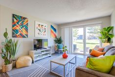 You're sure to find a floor plan that's right for you with our spacious one, two, three, four and five-bedroom apartments and townhomes. Pet Friendly Apartments, Student Living, Apartment Communities, Bedroom Apartment, Townhouse, Floor Plans, Kids Rugs, Flooring, How To Plan