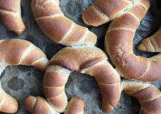 Puha kifli (lassú felszívódású) | Rozsik Anikó receptje - Cookpad receptek Hot Dog Buns, Hot Dogs, Bread, Food, Brot, Essen, Baking, Meals, Breads
