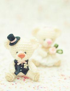 I love wedding bears.I'm happy sewing their dresses and making their complements. I know they are very special for someone *^_^*  ______________________________________  Me encantan los ositos novios.  Soy feliz cosiendo sus vestidos y haciendo sus complementos. Sé que son muy especiales para alguien *^_^*