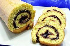 Rulada pufoasa, simpla, cu gem Romanian Food, Romanian Recipes, Croissant, Doughnut, Mousse, Sushi, Deserts, Muffin, Food And Drink