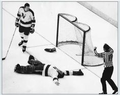 The Minnesota North Stars' Gump Worsley is probably best remembered for being one of the last NHL goaltenders to play without a mask (this photo, taken after a puck-to-the-head knocked out the Gumper during a game in Hockey Goalie Gear, Pro Hockey, Hockey Games, Hockey Players, Hockey Party, Nfl Highlights, Goalie Pads, Minnesota North Stars, Hockey Pictures