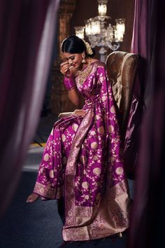 Indian wedding is incomplete without the rich and elaborate Benarasi Silk Sarees. Here's tips on how to chose bridal banarasi saree Classic Wedding Dress, New Wedding Dresses, Classic Dresses, Bridal Lehenga, Saree Wedding, Wedding Hair, Indian Dresses, Indian Outfits, Banarsi Saree