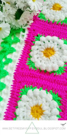 Daisy Dukes Granny Square - This granny square pattern combines traditional granny squares and crochet flower patterns to make one stunning idea.