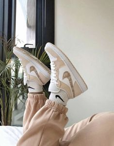 Moda Sneakers, Cute Sneakers, Cute Nike Shoes, Nike Air Shoes, Brown Nike Shoes, Af1 Shoes, Nike Brown, Beige Shoes, Aesthetic Shoes