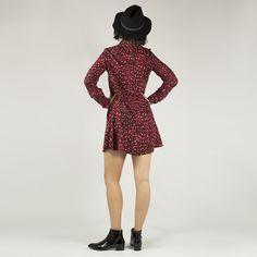 Botín para mujer de charol rugoso en color negro con tacón asimétrico de 5cm. Color Negra, High Neck Dress, Mini, Dresses, Fashion, Templates, Flat Ankle Boots, Patent Leather, Winter