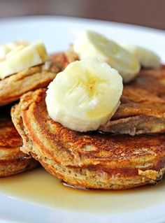 Skinny Mini Banana Pancakes!!! This is great to make for a healthy brunch!!!