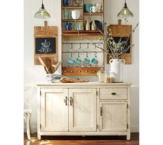 I really love the farmhouse style of decorating as it's not only classic, but elegant and comfortable as well. It's all about simplicity and keeping things organic. Regardless of location, almost any home can embrace the farmhouse vibe. The finer details matter with this approach, and it works best when elements incorporatedportray a rustic, minimal