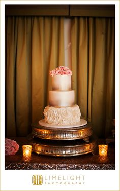 Wedding Day, Wedding Cake, Gold, Light Pink, Light Pink Roses, Three Tear Cake, Countryside Country Club, Limelight Photography, www.stepintothelimelight.com