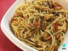 Receta de Pasta con pollo, verduras y soja - Paso 9 Pasta Facil, Pasta Dishes, Spaghetti, Pizza, Ethnic Recipes, Kentucky, Anna, Food, Salmon Pasta