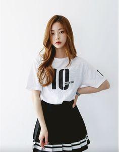 Kfashion #white shirt #black skirt