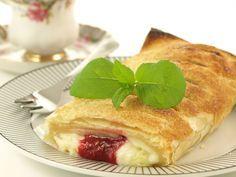 Nicht nur Kinder lieben den Kirschstrudel mit Vanillepudding, auch erwachsene Kuchenfans können von diesem Rezept einfach nicht genug bekommen!