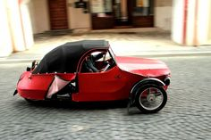 Looking for an uber chic little Boho car to get around in? Czech out Velorex, a sassy little 3 wheeler powered by a motorcycle engine, this sexy little car will. Reverse Trike, Custom Cycles, Smoking Ladies, Motorcycle Engine, Mode Of Transport, City Car, Small Cars, Car Humor, Retro Cars