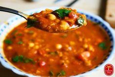 Harira - zupa marokańska Soup Recipes, Cooking Recipes, Recipies, Cooking Ideas, Asian Recipes, Healthy Recipes, Vegan Gains, Easy Food To Make, Soul Food