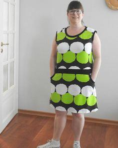 """""""Onko pop upissa jotakin myös aikuisille?"""" kysyttiin eilen. Ja kyllä vaan paljon löytöjä pääsee tekemään etenkin naisille  Tarkkatikki on juuri julkaissut uudet mekot ja paidat jotka on tehty yhteistyössä Kuosiverstaan kanssa ja kotimaisista kankaista. #print #fabric #madeinfinland #tarkkatikki #kuosiverstas #kotimaistenpopup #lisääinfoabiossa #mekko #green #kevät #spring"""