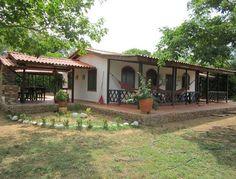 CASAS PREFABRICADAS CREANDO VIVIENDAS en Meta House Design, Outdoor Decor, Design Ideas, Travel, Home Decor, Hall Runner, Real Estate, Bonito, Little Cottages