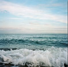 """""""I gotta keep breathing. Because tomorrow the sun will rise. Who knows what the tide could bring?""""- Cast Away"""