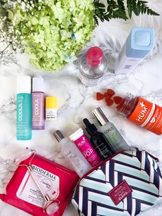 7 Beauty Products You Need in Your Travel Bag - Cat's Daily Living - Care - Skin care , beauty ideas and skin care tips Cat Care Tips, Skin Care Tips, Organic Beauty, Organic Skin Care, Beauty Essentials, Beauty Hacks, Travel Essentials, Beauty Tips, Make Up Glow