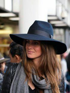 Hats for Women: Grande Navy Fedora with large brim by MuDuLondon o. Look Fashion, Autumn Fashion, Fashion Hats, Fashion 2018, Fashion Sandals, Ladies Fashion, Fashion Ideas, Hippie Stil, Stylish Hats