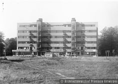 Antwerpen (Wilrijk), Prins Boudewijnlaan, appartementsgebouw Elsdonck (1933).  photo credit: Architectuurarchief Provincie Antwerpen, found on the website: http://www.debalansvanbraem.be