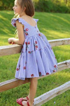 Cute Girl Dresses, Little Girl Dresses, Simple Dresses, Baby Dresses, Dress Girl, Girls Fashion Clothes, Baby Girl Fashion, Kids Fashion, Girl Clothing