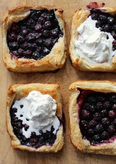 Puff Pastry Pies Blueberry Puff Pastry Pies - these look so delicious! A must-try recipe!Blueberry Puff Pastry Pies - these look so delicious! A must-try recipe! Delicious Desserts, Dessert Recipes, Yummy Food, Gourmet Desserts, Easy Desserts, Puff Pastry Recipes, Tasty Pastry, Puff Pastries, Pastries Recipes