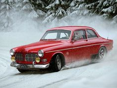 Volvo Amazon looking great in the snow #ClassicNation