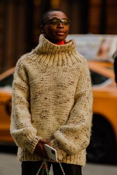 New York Fashion Week Street Style, Nyfw Street Style, Autumn Street Style, Cool Street Fashion, High Fashion, Sweater Shop, Men Sweater, Cool Style, My Style