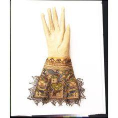 gloves c. 1590
