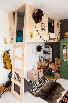 for alex:Modern Loft Bed. My little man would trip out over this club house / fort style loft bed Playhouse Bed, Indoor Playhouse, Playhouse Plans, Kids Bunk Beds, Cool Beds For Boys, Kid Spaces, Small Spaces, Play Spaces, Cool Rooms